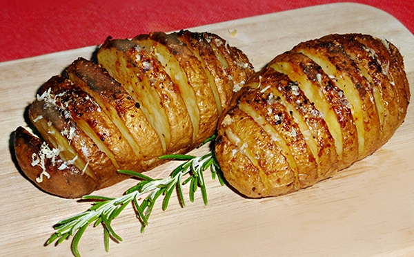 Hasselback Potatoes vom (Cobb) Grill